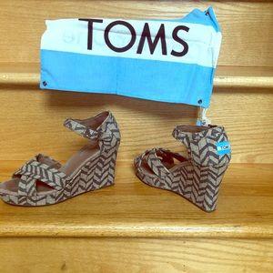 TOMS WEDGES